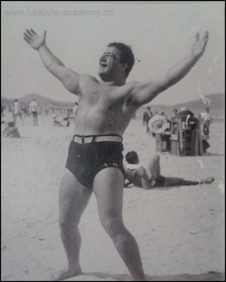 "Mestre ""Tatú"" at the beach of São Paulo about 1940. Source: Verônica Hatem, Privat archives."